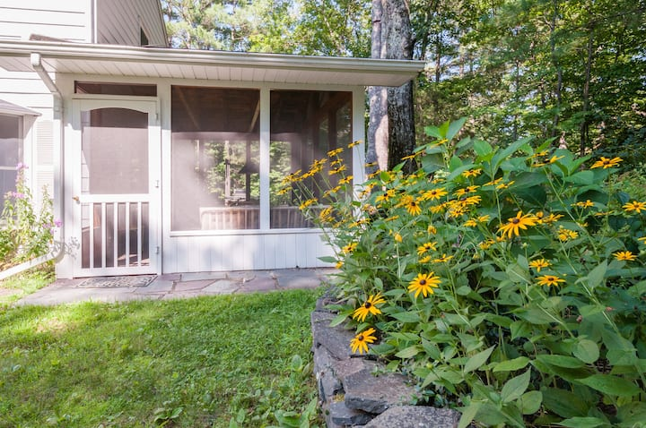 Large, welcoming family home, close to town