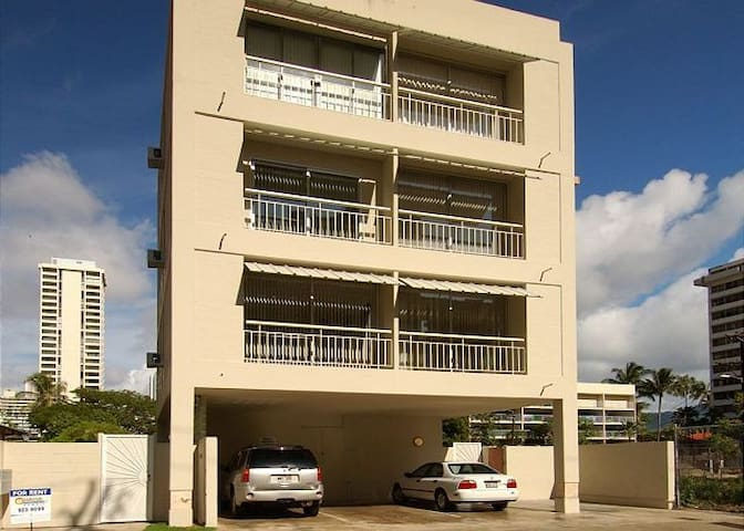 Royal Moana 1 BD 3rd Fl A in Waikiki with parking! - Honolulu - Byt