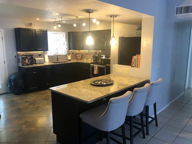 Quiet, 3 bedroom 2 bath home on Tucson's Eastside!