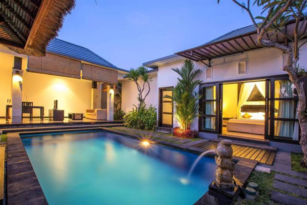 POOL VILLA WITH LIVING ROOM