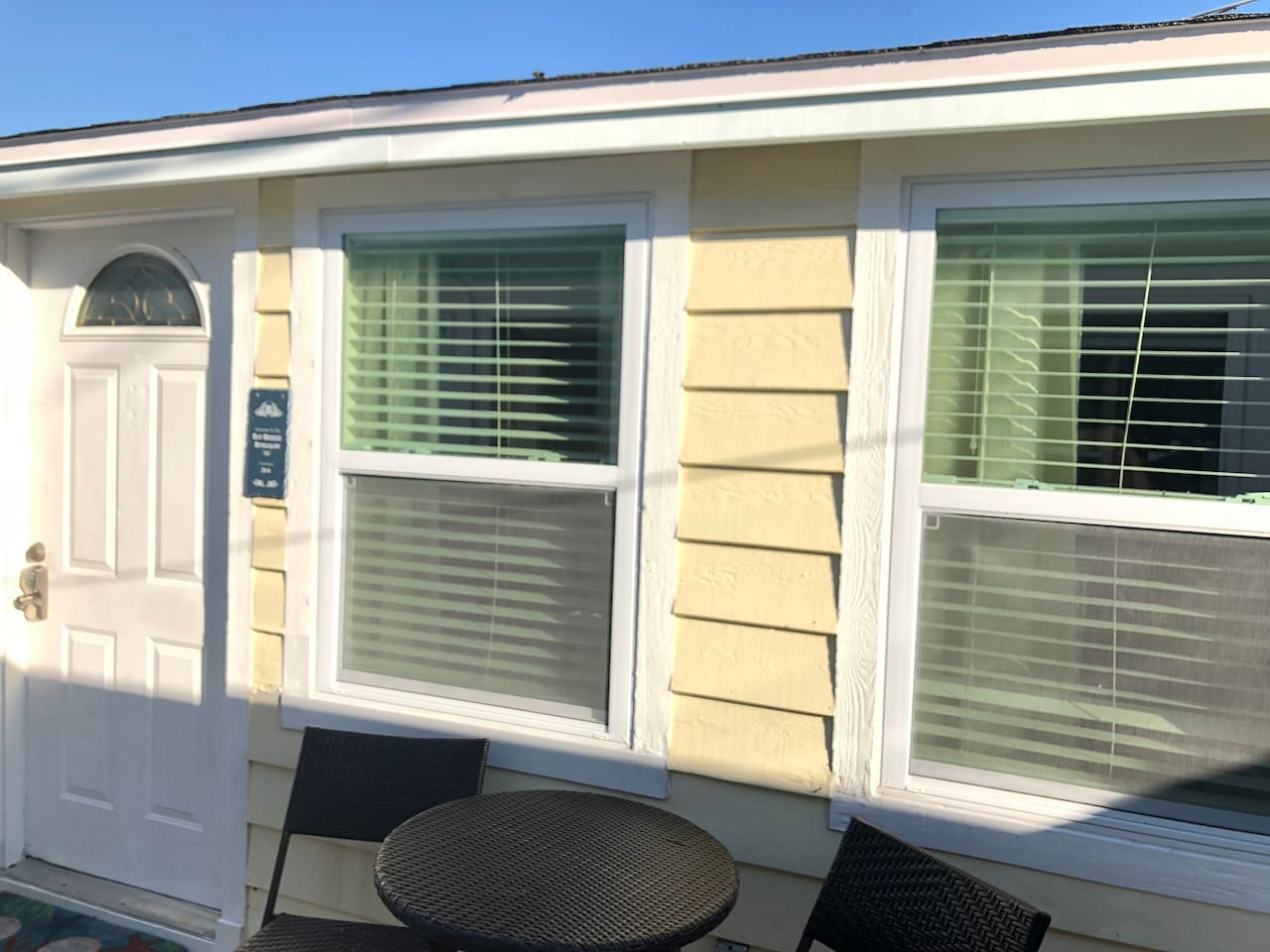 Adorable Bay Breeze Bungalow is only 1 minute walk until your toes are in the Gulf of Mexico!