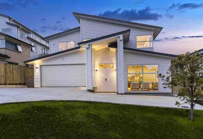 Brand New 2 bedroom Beach theme Orewa guest suite!