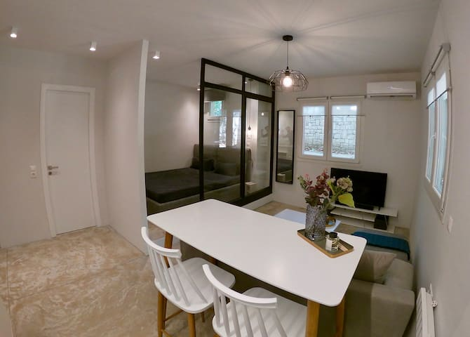 Renovated apartment in the centre, near Metro.