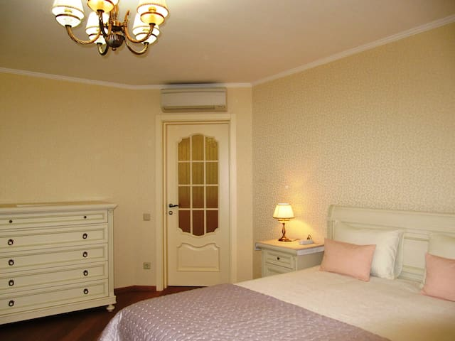 Apartment de Luxe near the airport and metro - Kyiv - Apartment