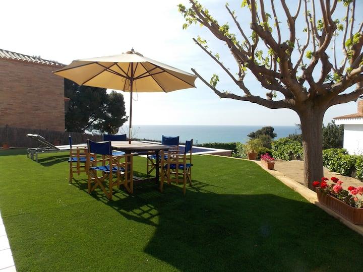 Casa con piscina y magníficas vistas al mar