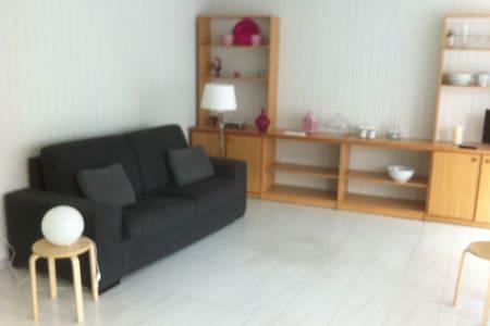 COQUETO ESTUDIO EN CANGAS 5 MIN PLAYA - Cangas