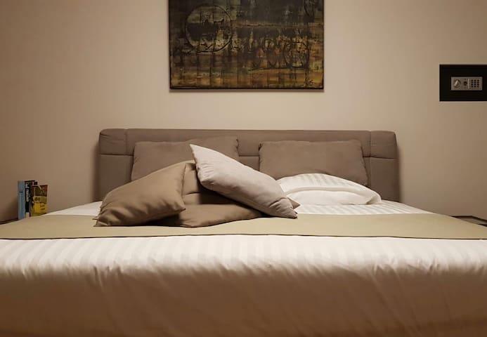 De Blauwe regen logies, app  1 slaapkamer 1e verd.