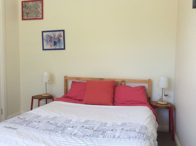 Bright airy room close to Airport