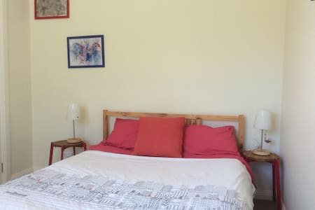 Bright airy room close to Airport - Camden Park