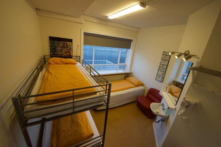 Hostel B47- Triple Room with Shared Bathroom