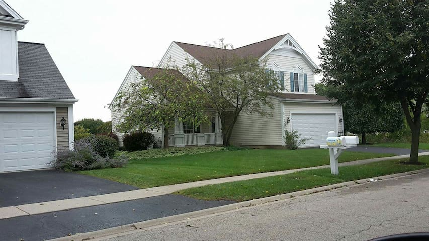 Beautiful lake front home - Grayslake
