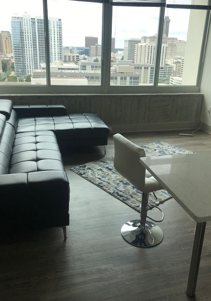 Downtown Atlanta luxury getaway high rise