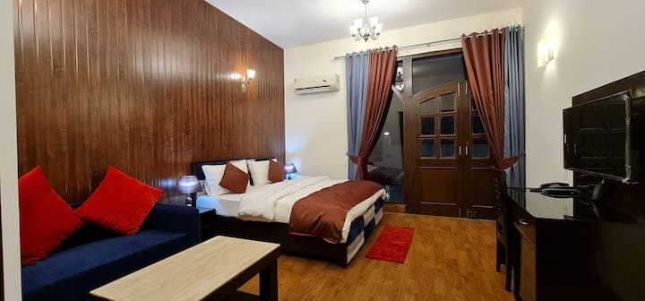 1 Private Room  - Luxury Stay- MG Road