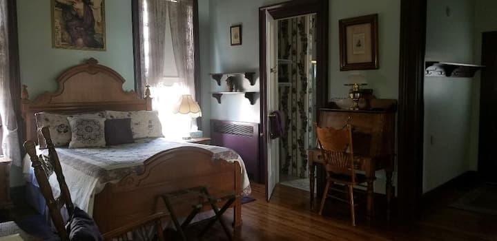 Victorian studio with kitchen in Ridgway mansion