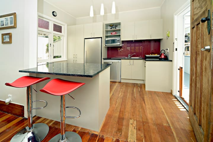Spacious Living, Fantastic Location! - Auckland - Haus