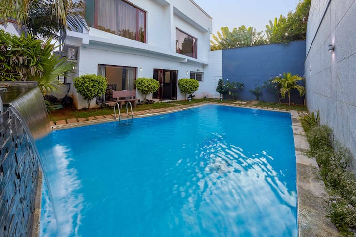 Coastal Hideout w/ pvt Pool in ECR - Pet friendly
