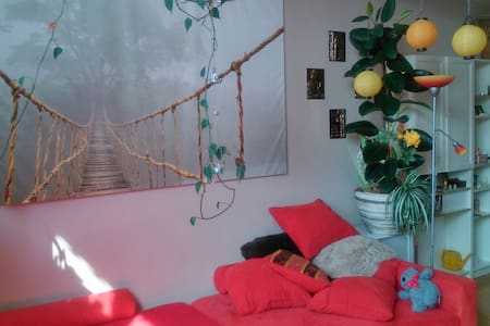 Cosy bedroom with balcony incl. WIFI, bath,kitchen