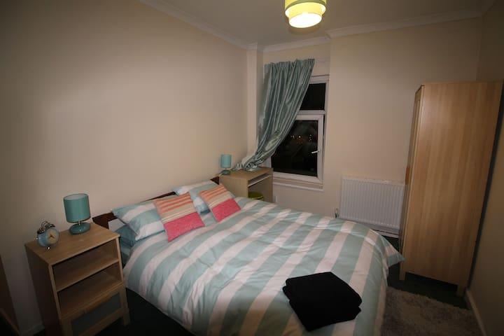 5 bed House in Pontypridd - Pontypridd - House