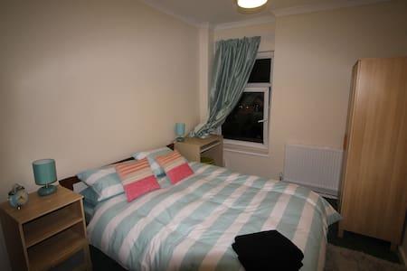 5 bed House in Pontypridd - Pontypridd
