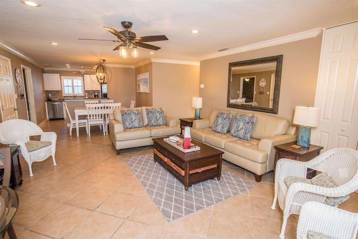 REZRentals-Crystal Sands Villa # 6 - 100% Renovated 3 Bed / 2 Bath / Garage, New Furniture Throughout