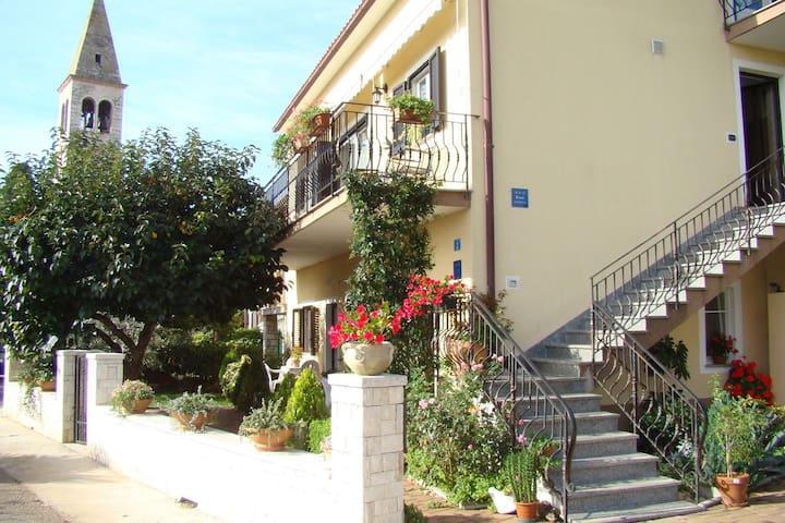 Apartment Complex Orzan Lovrecica / Ground floor Apartment Orzan II with terrace near to the Beach