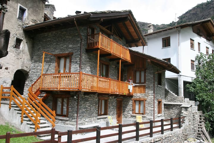 Chez Luboz - Leverogne Apartment