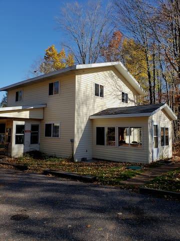 Doze Inn Lake House