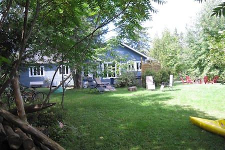 La maison Bleue du lac - Hatley - Casa