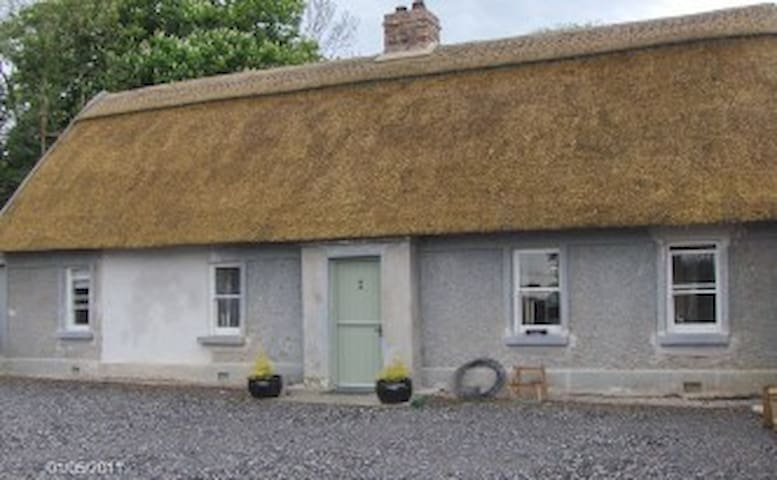 Traditional IrishThatch hse 5* country modern 4px