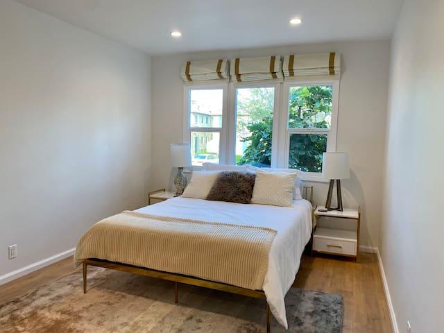 Bedroom #1: Queen bed with en-suite bathroom, lots of closet space
