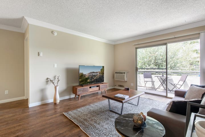 Stately Westside 2BR w/ Gym + Pool, near Culver City by Blueground