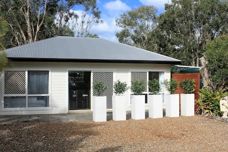 Semi Rural Retreat on Noosa's Doorstep - Cooroibah - Byt