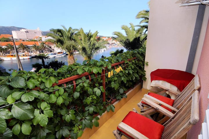Room with balcony and sea view Vrboska, Hvar (S-540-b)