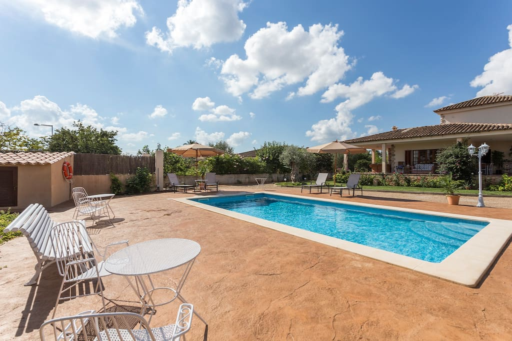 Villa in palma de mallorca includes swimming pool houses for rent in palma illes balears spain for Palma de mallorca hotels with swimming pool