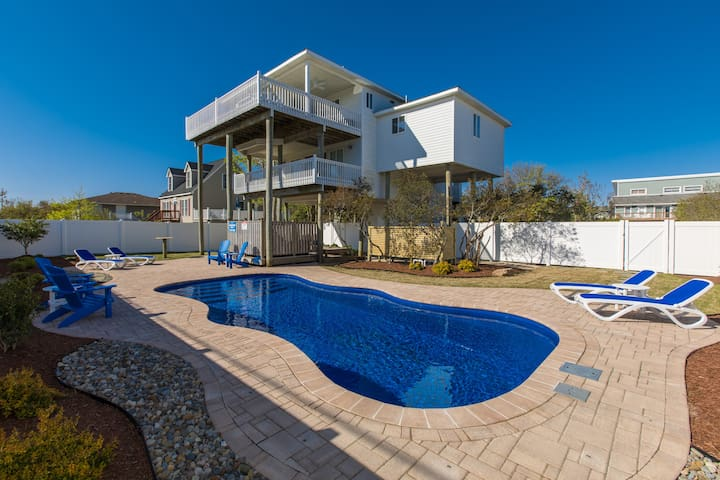 Atlantic LookOut: Atlantic Look Out Sleek, dog friendly home, new pool, easy beach access, view