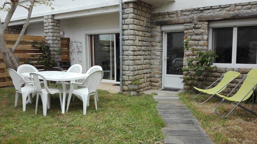 Appartement duplex en rez-de-jardin, proche plages - Penmarch - Wohnung