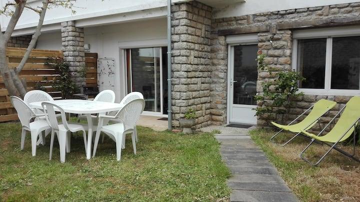 Appartement duplex en rez-de-jardin, proche plages