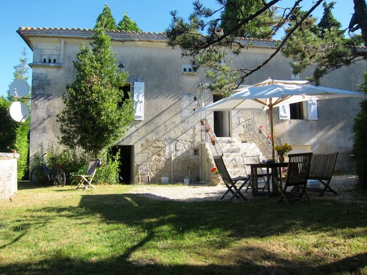 Landhaus 18.Jhd mit privatem Pool im 7000qm Park