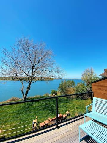 Charming waterfront apartment in Montauk (King)