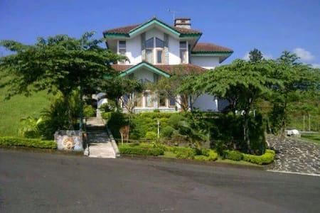 Villa Ora Et Labora Ciater Highland Resort - Ciater