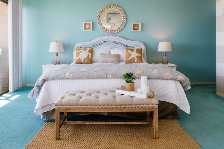 Ocenfront Master bedroom with comfy King bed.