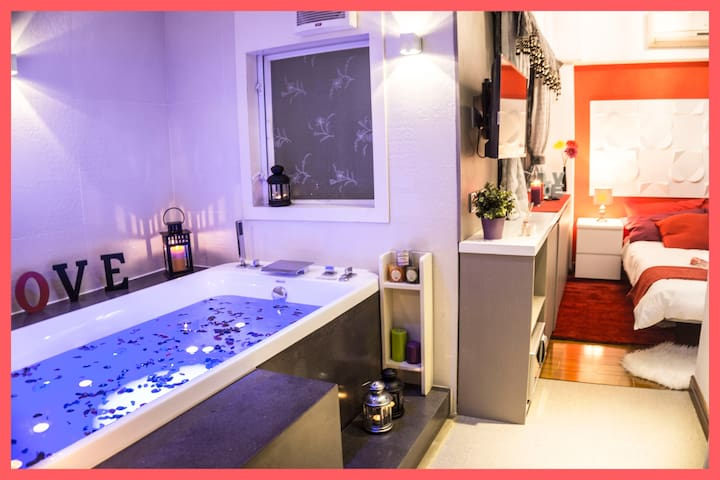 ❤Romantic Studio with Hot Tub Spa - Tsim Sha tsui,  Kowloon