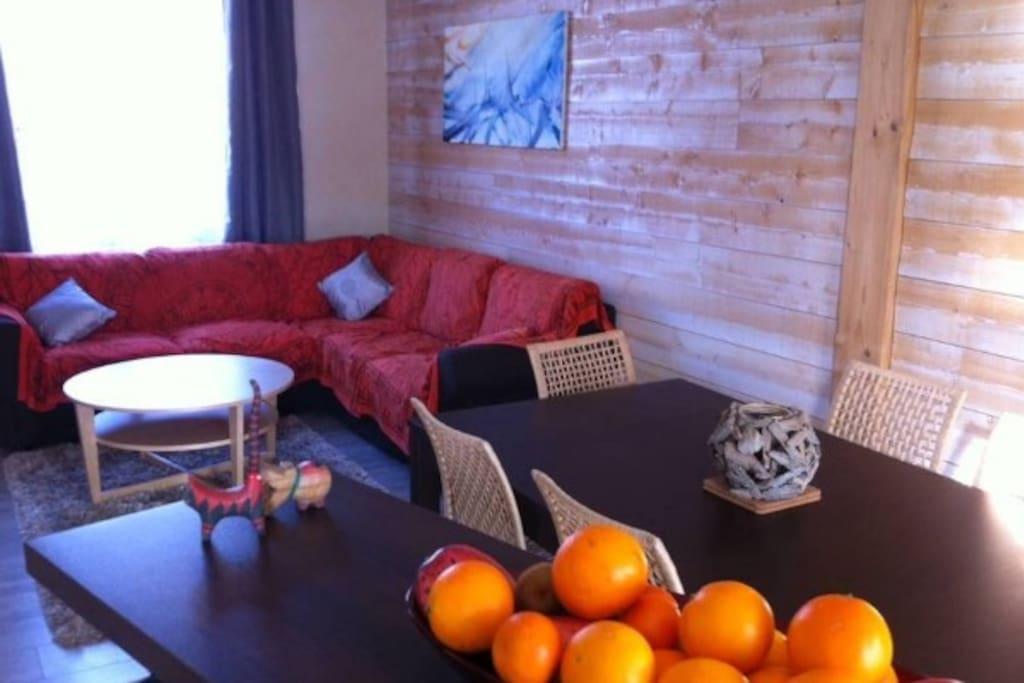 La pièce à vivre, lumineuse et aérée