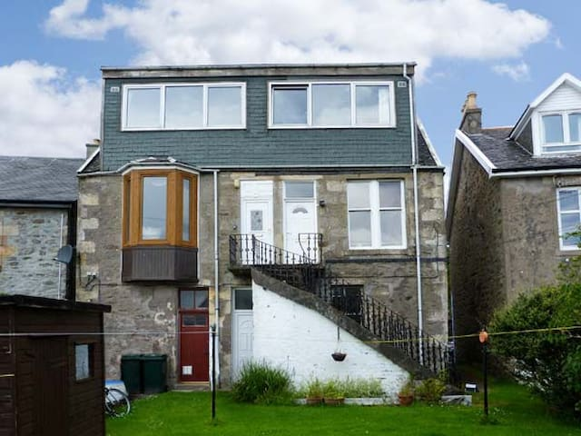 TOP FLAT, pet friendly, with open fire in Tighnabruaich, Ref 18328