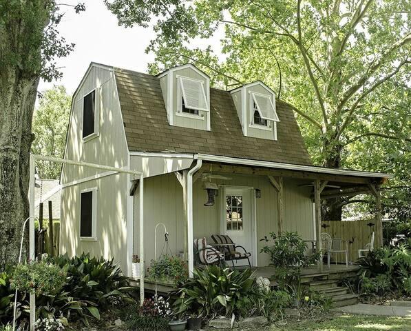 Charming Tiny House Studio