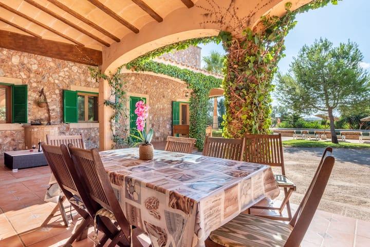 Acogedora casa Els Girasols con piscina, chimenea, terraza y Wi-Fi; aparcamiento disponible