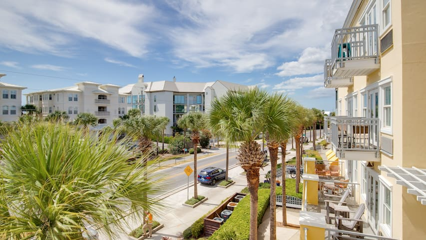NEW *GULF CHARMS* 2 min walk to the BEACH!