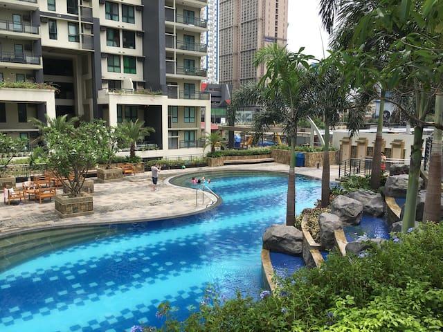 Resort Condo near malls and MRT