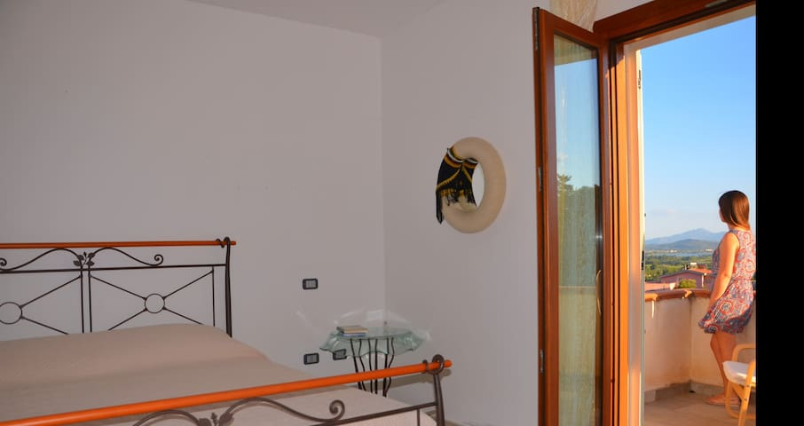 Camera tripla con veranda vista mare