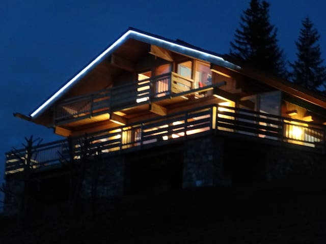 Chalet 5* 11 pers. Ski-in ski-out. Jacuzzi Sauna